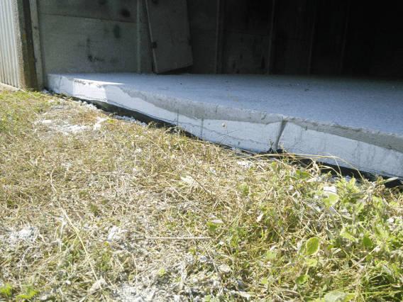 Dans ce garage, l'épaisseur de la dalle empêche une voiture de rentrer